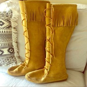 🎃Rare color Minnetonka tall front lace knee high